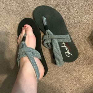 Sketchers foam yoga sandals